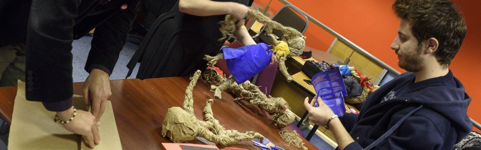 Create a puppet, create youself: l'arte di costruire pupazzi per l'inclusione sociale